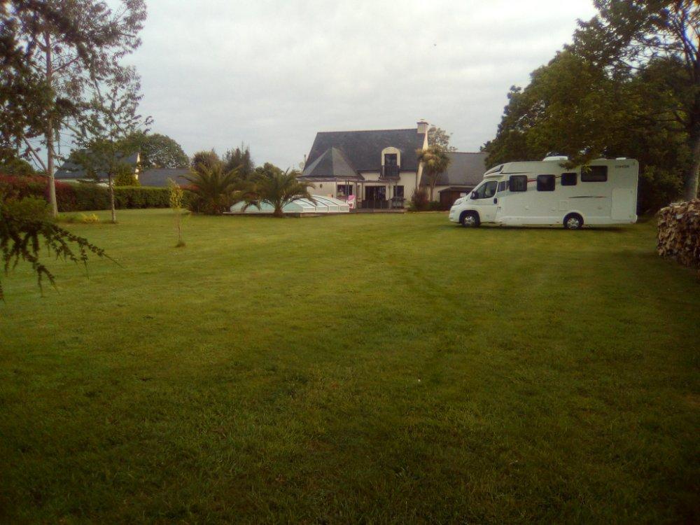 Aire camping-car à Locunolé (29310) - Photo 2